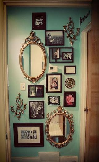 Espelhos E Quadros Na Mesma Parede