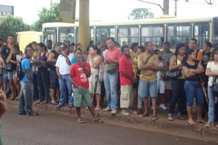http://www.blogsoestado.com/danielmatos/files/2009/05/greve.JPG