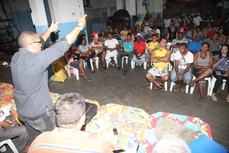 Representantes de escolas e blocos carnavalescos se reuniram ontem para denifir manifestação