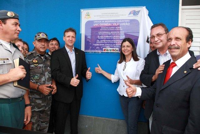 Governadora Roseana, secretários Aluísio Mendes e Luis Fernando Silva, deputado Lourival Mendes e cúpula da PMMA logo após o descerramento da placa