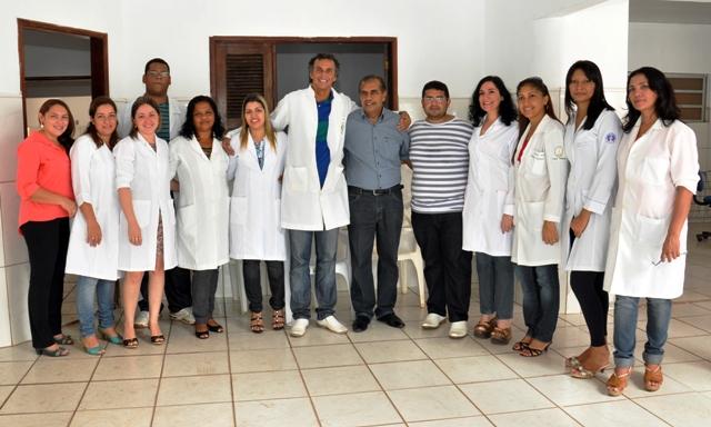 Profissionais do Centro de Atenção Psicossocial de Paço do Lumiar, com a secretária de Saúde, Nadi Morais
