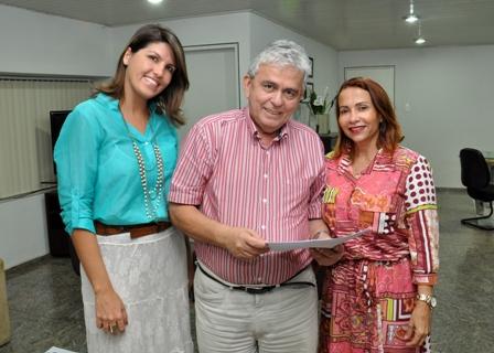 Pedro Fernandes entre as gestoras da Educação em Paço do Lumiar