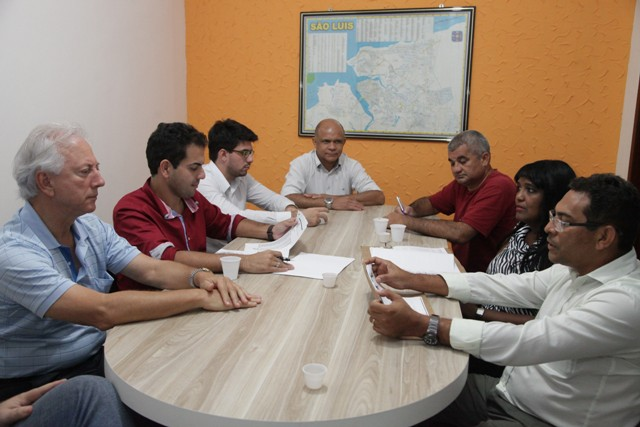 Representantes dos Sindicatos dos Rodoviários e das Empresas de Transporte tiveram primeira reunião ontem, mas não houve acordo