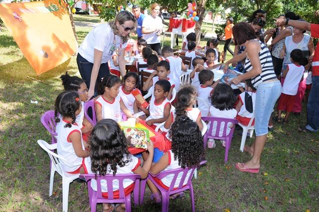 Crianças foram estimuladas a praticar o hábito da leitura com atividades lúdicas