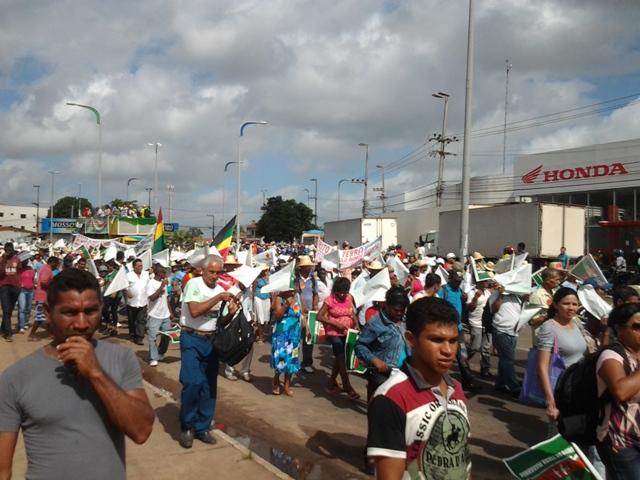 Em romaria, trabalhadores rurais entram em São Luís, que teve a rotina alterada pelo protesto
