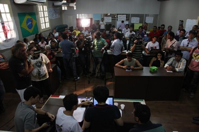 Plenário da Câmara Municipal ficou lotado durante a reunião em que foi selado o acordo