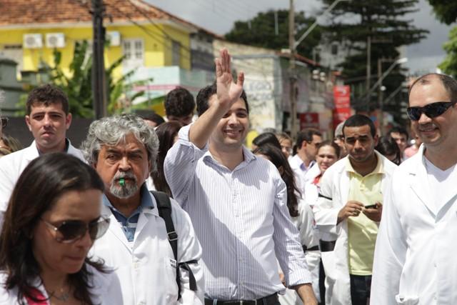 Yglesio chegou a se juntar aos colegas durante o protesto, mas se esquivou de pergunta sobre o Socorrão I