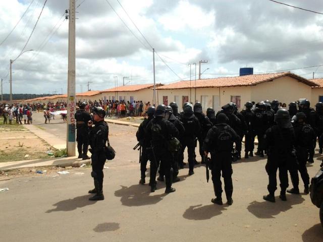 Um forte aparato policial foi destacado para proceder a desocupação do Nova Terra