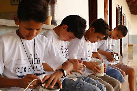 Alunos do projeto Foto na Lata aprendem técnica de captação artesanal de imagens