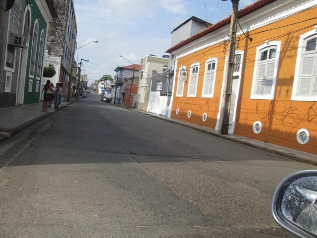 Com pouquíssimos ônibus, pista ficou livre em pleno início da manhã na Rua Rio Branco, no Centro
