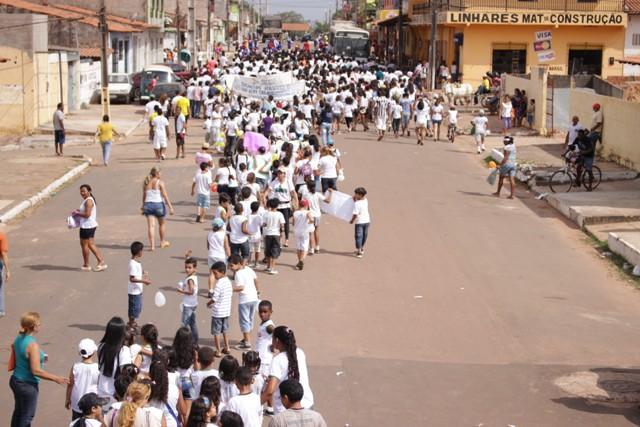 Estudantes saíram cortejo para dizer não à violência; ato público teve sua 14ª edição
