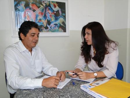 Coordenador Artur Cabral discute detalhes do processo com a vice