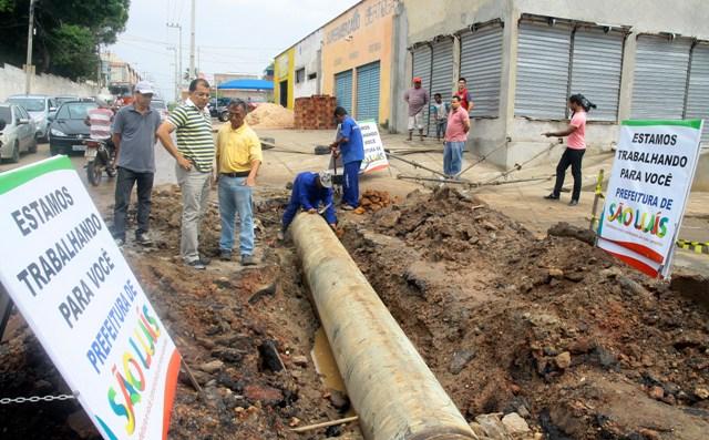 Secretário Antônio Araújo acompanha obra de drenagem na Arthur Carvalho, que beneficiará 50 mil pessoas