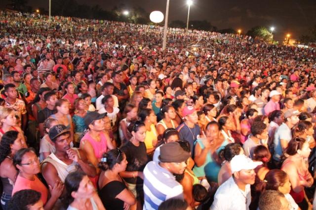 Multidão acompanhou sorteio de unidades habitacionais, realizado no Viva Maiobão