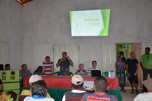 Superintendente regional do Incra, José Inácio Rodrigues, apresenta plano de assentamento a famílias