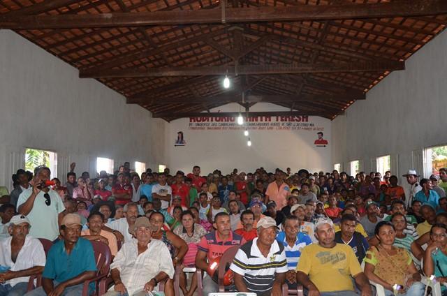 Auditório ficou lotado de pessoas que deixaram terra indígena por ordem da Justiça Federal