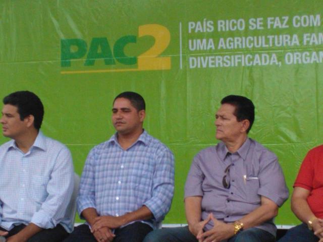 José Inácio Rodrigues na cerimônia de entrega de máquinas com recursos do PAC 2