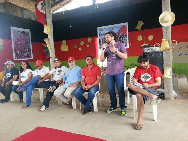 Na presença do superintendente José Inácio Rodrigues, Jowbert fala a famílias de trabalhadores rurais durante evento promovido pelo Incra