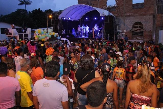 A folia também tonou conta da localidade Iguaíba, que recebeu programação do Carnaval Itinerante