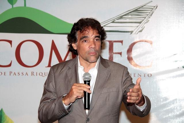 Pré-candidato Lobão FIlho discursa a dezenas de prefeitos em evento promovido COMEFC