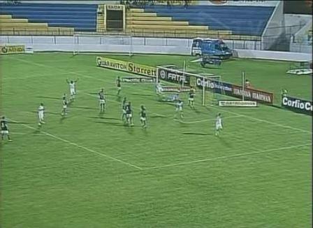 Eloir comemora o segundo gol da vitória maiúscula do Sampaio sobre o Icasa
