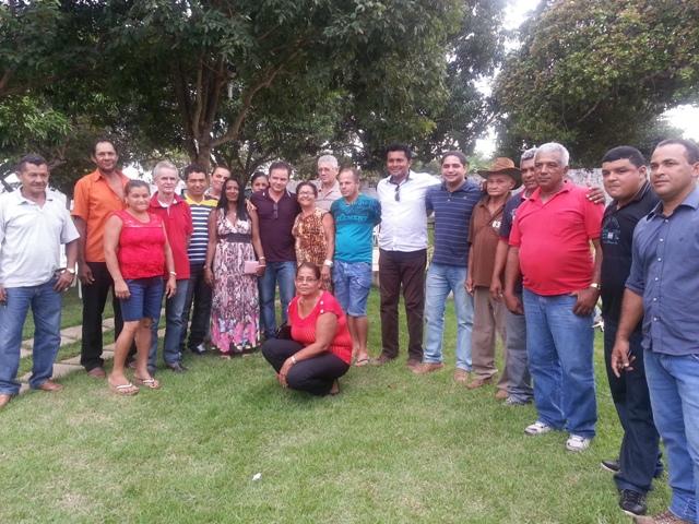 Zé Inacio, o Prefeito Arlindo e lideranças comunitárias de Fortuna