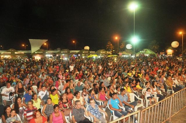 Multidão assistiu às apresentações de dezenas de brincadeiras juninas nas 17 noites de programação