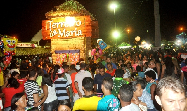 Público numeroso prestigiou o Terreiro da Maria, montado pela Prefeitura de São Luís na Praça Maria Aragão