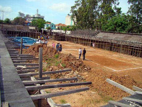 Após  demolição e pagamento antecipado de R$ 5 milhões, obra do Costa Rodrigues foi abandonada