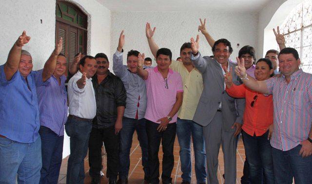 Lobão Filho com o deputado estadual Marcos Caldas e lideranças do PRP