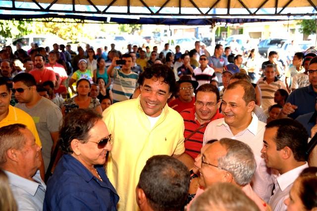 Com Gastão Vieira e José Antônio Heluy, Lobão Filho conversa com correligionário e ouve sugestões
