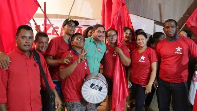 Zé Inácio com militantes do PT após homologação da da sua candidatura a uma vaga na Assembleia Legislativa