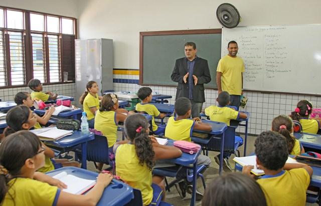 Secretário Geraldo Castro iniciou uma série de visitas a escolas da rede municipal de ensino