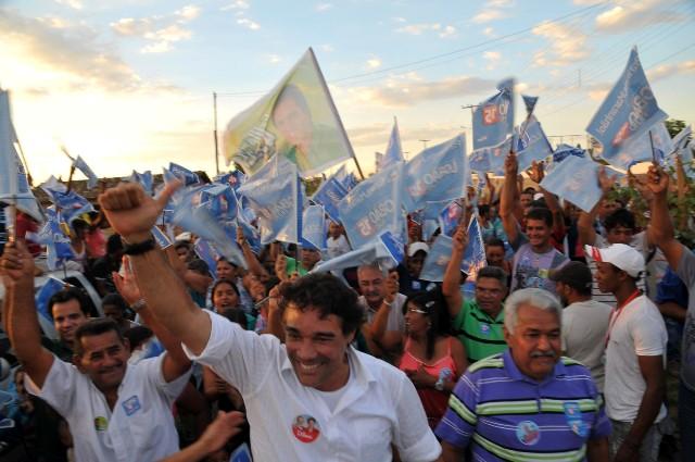 Lobão Filho liderou caminhada em mais um ato expressivo da sua campanha no interior