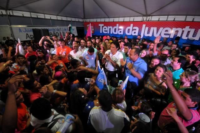 Na inauguração do comitê, Lobão Filho reafirmou seu compromisso em fazer um governo voltado para os jovens (Foto: Biaman Prado)