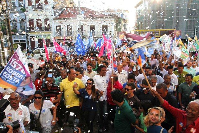 Multidão reunida na Avenida Magalhães de Almeida, ponto de concentração da caminhada