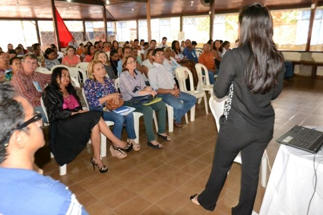 Os participantes discutiram temas como, crédito fundiário, aquisição de alimentos, tarifa social de baixa renda e economia criativa