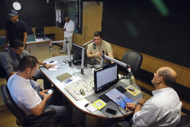 Jornalistas Roberto Fernandes, Gilberto Léda e Mario Carvalho e o radialista Jorge Aragão entrevistariam Flávio Dino, que mais uma vez fugiu da sabatina