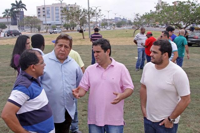 Edivaldo inspeciona obrar com os secretários de Obras e Serviços Públicos, Antônio Araújo, e de Trânsito e Transporte, Canindé Barros