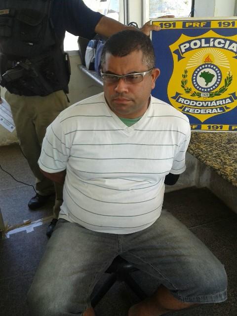Jomar Araújo Santos apresentou documentos falsos do veículo e recebeu voz de prisão