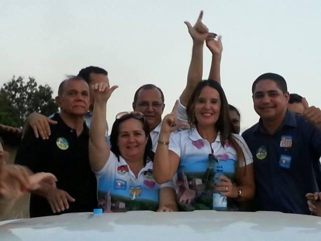 Com a prefeita Belezinha, a apresentadora Paulinha Lobão e outros políticos aliados, Zé Inácio participou da carreata da vitória