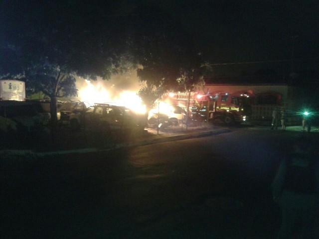Veículos foram incendiados no estacionamento do 3º DP, no Radional