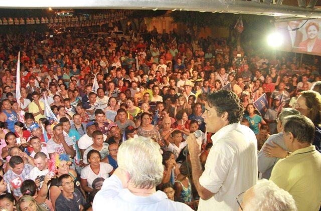 Lobão Filho foi homenageado com um vídeo em que moradores do Alto do Bode narraram uma história quando o seu pai, o ministro das Minas e Energia, Edison Lobão, era governador do Maranhão