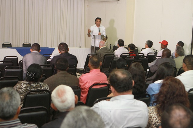 Lobão Filho discutiu com pastores de várias congregações relacionamento entre o governo e as igrejas evangélica do Maranhão
