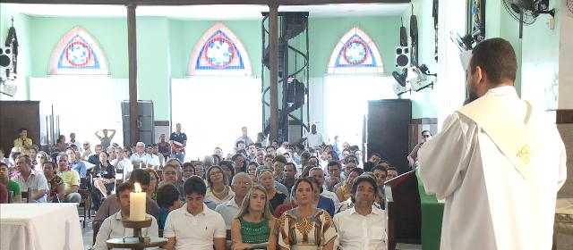 Igreja ficou lotada de familiares, amigos e populares que foram parabenizar o senador Lobão Filho pelo seu meio século de vida
