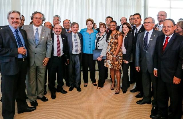 Presidente Dilma Rousseff durante encontra com reitores de universidades federais, que lhe declararam apoio