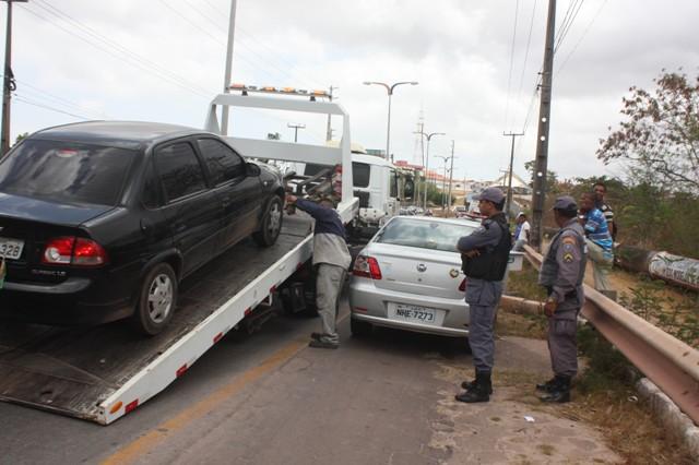 Veículos foram rebocados por apresentar irregularidades diversas