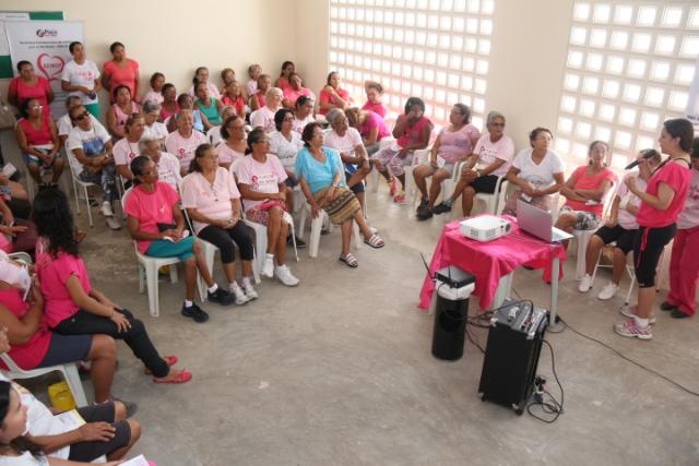 Cerca de 70 mulheres, com faixa etária entre 25 e 70 anos assistiram a palestras durante a programação