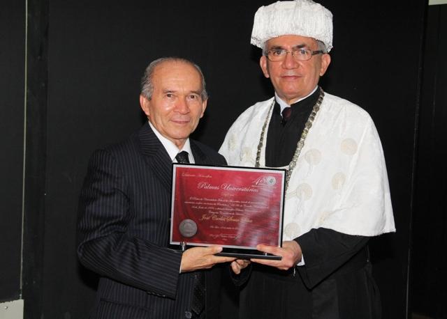 O advogado, jornalista e professor da UFMA José Carlos Sousa Silva foi um dos agraciados com a honraria