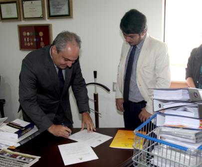 Deputado Marcelo Tavares recebe a documentação da Casa Civil